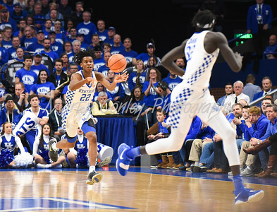 Kentucky's Shai Gilgeous-Alexander passes the ball up the court to Wenyen Gabriel on Wednesday against Fort Wayne.  MARTY CONLEY/ FOR THE DAILY INDEPENDENT