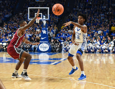 Kentucky's Shai Gilgeous-Alexander throws a pass down low on Monday against Troy.  MARTY CONLEY/ FOR THE DAILY INDEPENDENT
