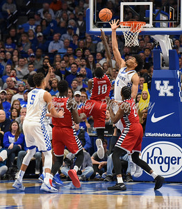 Kentucky's Nick Richards attempts to block the shot of UIC's Dikembe Dixson on Sunday.  MARTY CONLEY/ FOR THE DAILY INDEPENDENT