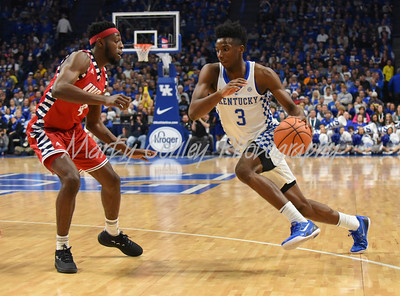 Kentucky's Hamidou Diallo dribbles to the lane as UIC's Tarkus Ferguson defends on Sunday.  MARTY CONLEY/ FOR THE DAILY INDEPENDENT