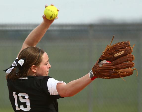 4-14-17<br /> Western vs Tipton softball<br /> Western's Lexy Sanders pitches.<br /> Kelly Lafferty Gerber | Kokomo Tribune