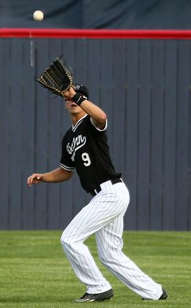 4-26-17<br /> Cass vs Western baseball<br /> Western's Luke Florek makes the catch for an out.<br /> Kelly Lafferty Gerber | Kokomo Tribune
