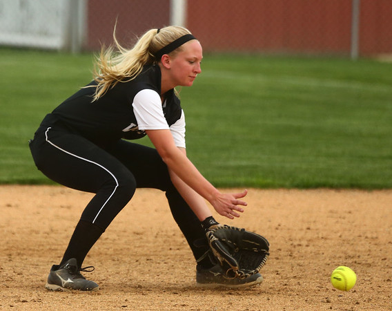 4-14-17<br /> Western vs Tipton softball<br /> Western's Tori Turner scoops up the ball.<br /> Kelly Lafferty Gerber | Kokomo Tribune