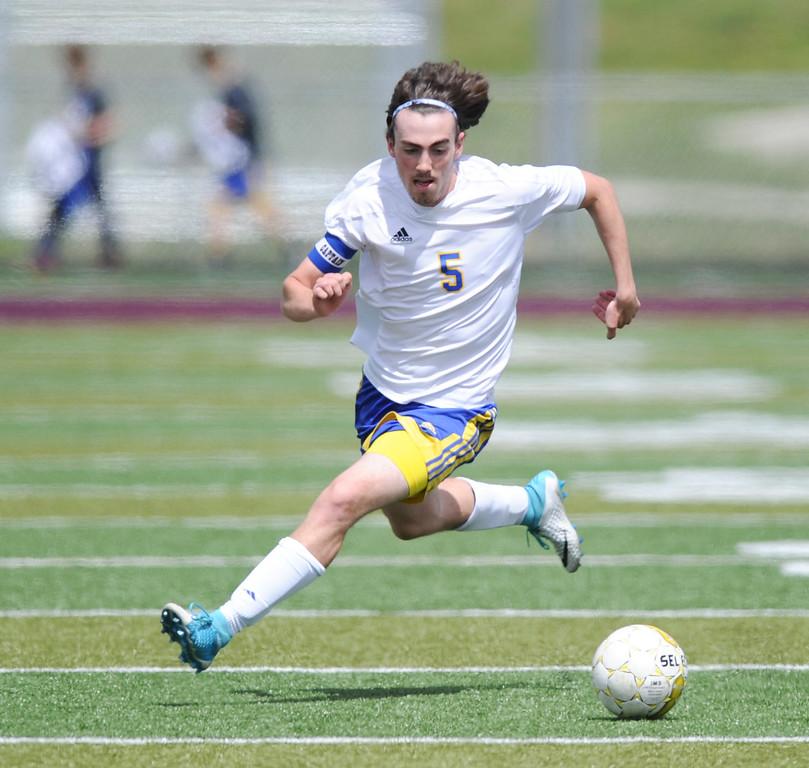 Mike Dunn | The Sheridan Press<br /> Noah Iberlin takes the ball downfield Saturday at Big Horn High School. Sheridan beat Laramie 2-0.