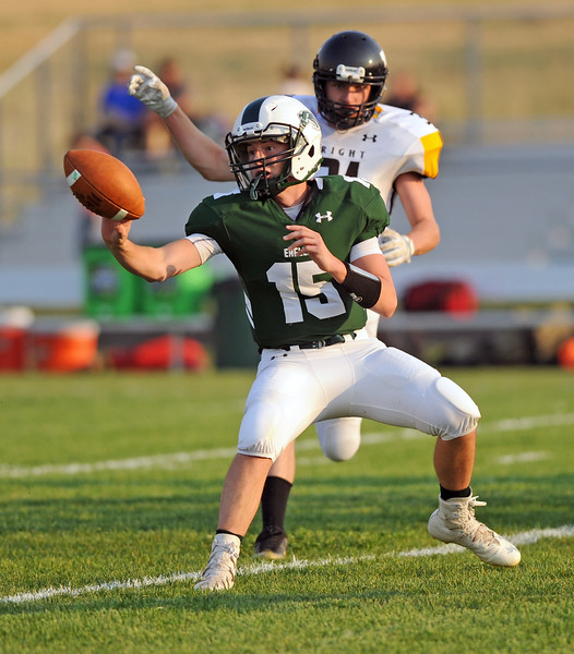 Luke Stutzman pitches the ball back to a running back on Friday, Sept. 1 at Tongue River High School. Mike Pruden | The Sheridan Press