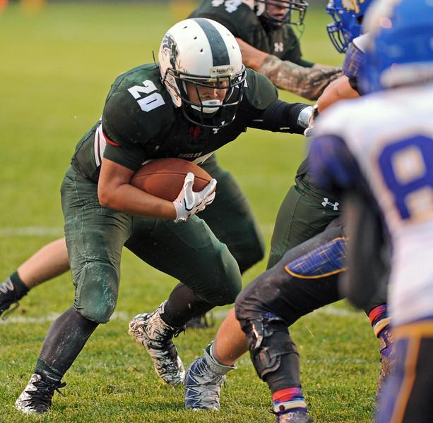Elias Dillon-Bennett runs behind his blockers on Friday, Sept. 15 at Tongue RIver High School. Mike Pruden   The Sheridan Press