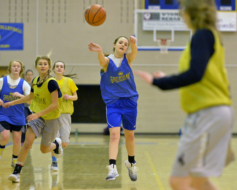 Jacy Peyrot passes the ball up the floor during a fast break drill at practice on Tuesday, Jan. 10 at Sheridan High School. Mike Pruden | The Sheridan Press