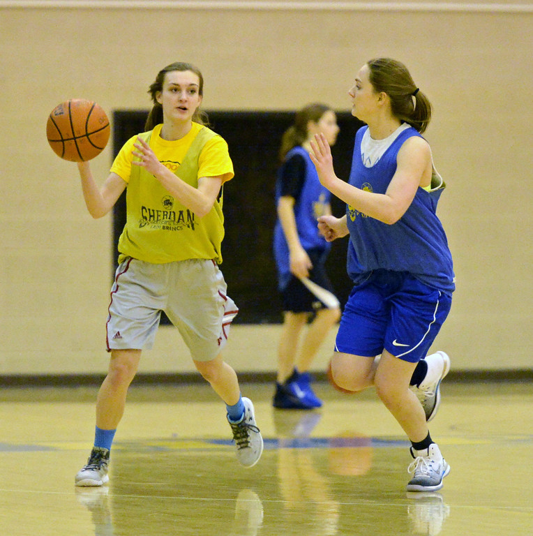 Riley Rafferty looks to pass around a defender on Tuesday, Jan. 10 at Sheridan High School. Mike Pruden | The Sheridan Press