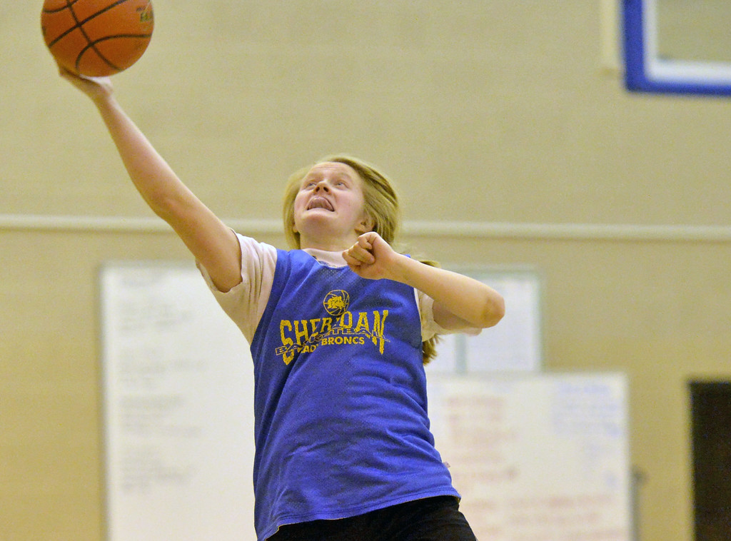 Katie Tomlinson tries to keep the ball from going out of bounds during practice on Tuesday, Jan. 10 at Sheridan High School. Mike Pruden | The Sheridan Press