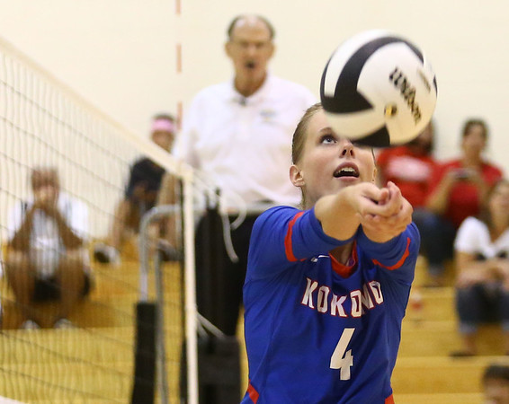 8-15-17<br /> Western vs Kokomo volleyball<br /> Kokomo's Kylee Lauderbaugh sets the ball.<br /> Kelly Lafferty Gerber | Kokomo Tribune