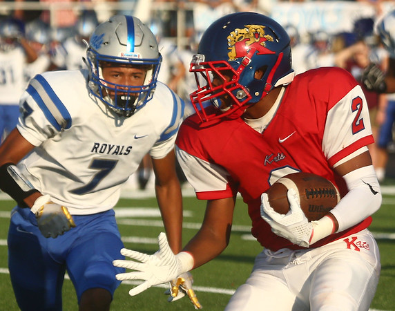 8-18-17<br /> Kokomo vs Hamilton SE football<br /> Kokomo's Donte Smoot looks to get past Hamilton SE.<br /> Kelly Lafferty Gerber | Kokomo Tribune
