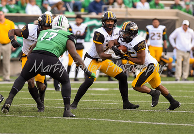 Kwadra Griggs of Southern Mississippi hands off to Ito Smith on Saturday against Marshall.  MARTY CONLEY/ FOR THE DAILY INDEPENDENT