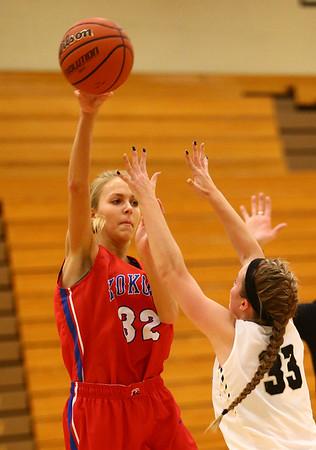 12-2-17<br /> Kokomo vs Peru girls basketball<br /> Brittany Barnard throws a pass.<br /> Kelly Lafferty Gerber | Kokomo Tribune