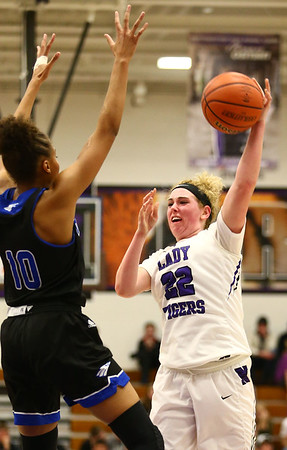12-14-17<br /> Northwestern vs Heritage Christian girls basketball<br /> Taylor Boruff throws a pass.<br /> Kelly Lafferty Gerber | Kokomo Tribune