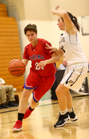 12-2-17<br /> Kokomo vs Peru girls basketball<br /> Kirstin Pierce dribbles down the court.<br /> Kelly Lafferty Gerber | Kokomo Tribune