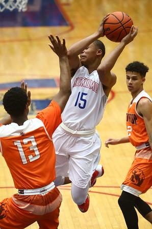 2-24-17<br /> Kokomo vs Fort Wayne Northrop boys basketball<br /> Elonte O'Bannon throws a pass.<br /> Kelly Lafferty Gerber | Kokomo Tribune
