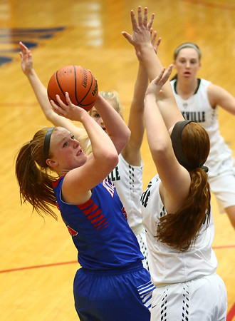 2-3-17<br /> Kokomo vs Zionsville girls basketball<br /> Kokomo's Madison Wood looks to the basket over Zionsville's defense.<br /> Kelly Lafferty Gerber | Kokomo Tribune