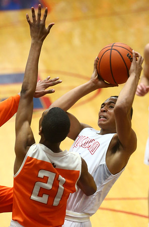 2-24-17<br /> Kokomo vs Fort Wayne Northrop boys basketball<br /> Elonte O'Bannon looks to the basket.<br /> Kelly Lafferty Gerber | Kokomo Tribune