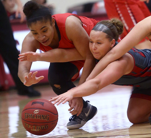 2-22-17<br /> IUK vs Rio Grande girls basketball<br /> Rio Grande's Jaida Carter and IUK's Mackenzie Johnson go after a loose ball.<br /> Kelly Lafferty Gerber | Kokomo Tribune