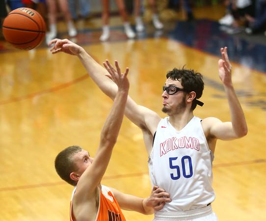 2-24-17<br /> Kokomo vs Fort Wayne Northrop boys basketball<br /> Nate Hemmerich throws a pass.<br /> Kelly Lafferty Gerber | Kokomo Tribune