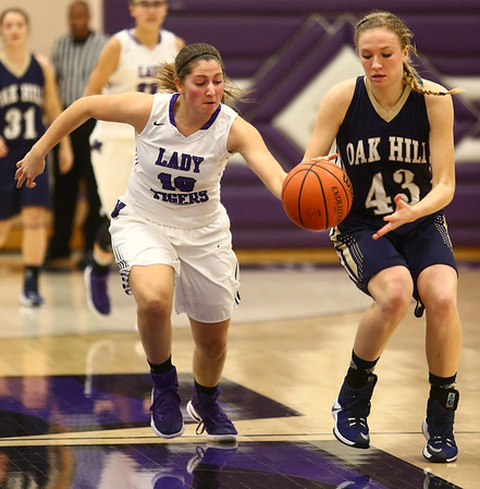 1-11-17<br /> Northwestern vs Oak Hill girls basketball<br /> NW's Sophia Beachy steals the ball from Oak Hill's Taylor Westgate.<br /> Kelly Lafferty Gerber | Kokomo Tribune