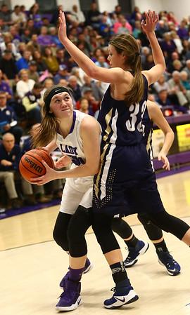 1-11-17<br /> Northwestern vs Oak Hill girls basketball<br /> NW's Stephanie Burns looks to the basket.<br /> Kelly Lafferty Gerber | Kokomo Tribune