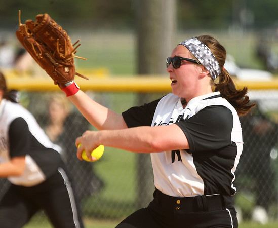 5-23-17<br /> Northwestern vs Western softball<br /> Western's Lexy Sanders pitches.<br /> Kelly Lafferty Gerber | Kokomo Tribune