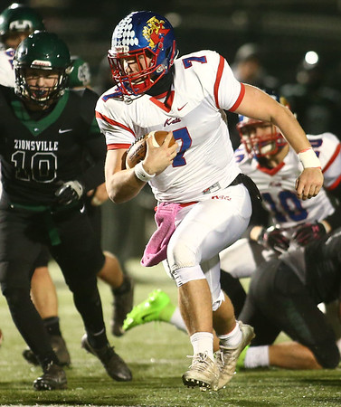 11-10-17<br /> Kokomo vs Zionsville regional<br /> Kyle Wade runs the ball.<br /> Kelly Lafferty Gerber | Kokomo Tribune
