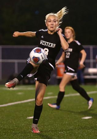 10-5-17<br /> Western vs Oak Hill girls soccer<br /> Western's Grace Sullivan.<br /> Kelly Lafferty Gerber | Kokomo Tribune