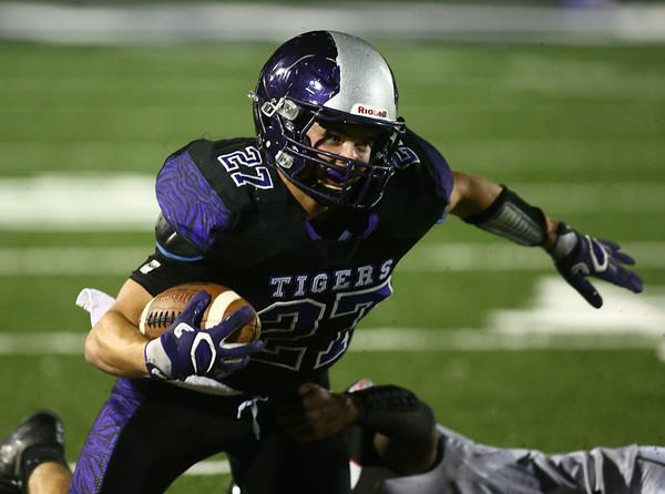 10-20-17<br /> Northwestern vs Blackford football<br /> NW's Evan Cardwell runs the ball.<br /> Kelly Lafferty Gerber   Kokomo Tribune