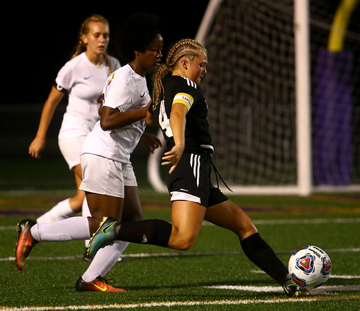 10-5-17<br /> Western vs Oak Hill girls soccer<br /> Western's Faith Lytle<br /> Kelly Lafferty Gerber   Kokomo Tribune