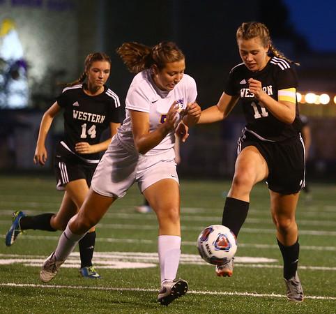 10-5-17<br /> Western vs Oak Hill girls soccer<br /> Western's Hannah Granfield kicks the ball.<br /> Kelly Lafferty Gerber | Kokomo Tribune