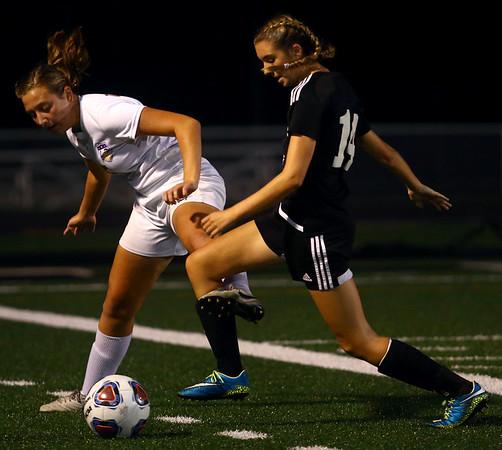 10-5-17<br /> Western vs Oak Hill girls soccer<br /> Western's Alexandra Parr goes after the ball.<br /> Kelly Lafferty Gerber | Kokomo Tribune