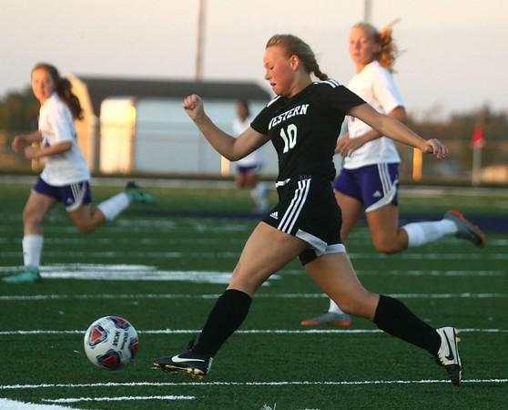 9-14-17<br /> Northwestern vs Western girls soccer<br /> Western's Emily Davis moves the ball down the field.<br /> Kelly Lafferty Gerber | Kokomo Tribune
