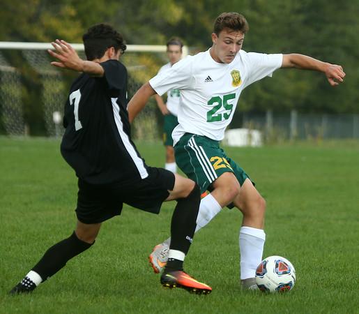 9-16-17<br /> Eastern vs Western boys soccer<br /> Eastern's Joe Hawes gets control of the ball.<br /> Kelly Lafferty Gerber | Kokomo Tribune
