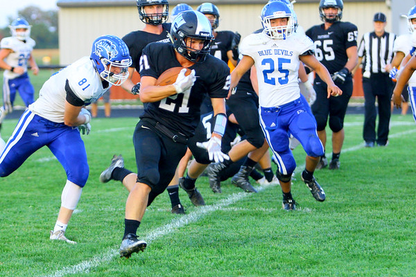 Western's Kitchel Gifford takes the ball in for their second touchdown of the game in Friday night's football between Western HS and Tipton HS on Sept. 15, 2017. <br /> Tim Bath   Kokomo Tribune