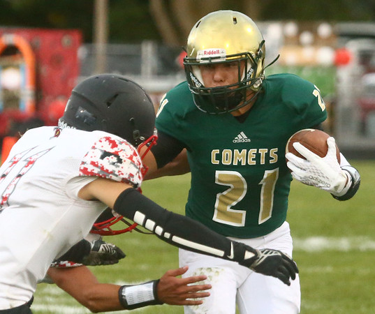 9-8-17<br /> Eastern vs Taylor football<br /> Eastern's Elijah Elkins runs the ball.<br /> Kelly Lafferty Gerber   Kokomo Tribune