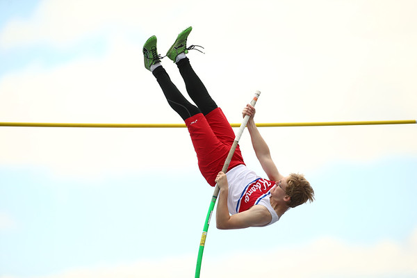 4-28-18<br /> Kokomo Relays<br /> Kokomo's Drake Blackburn in the pole vault.<br /> Kelly Lafferty Gerber | Kokomo Tribune