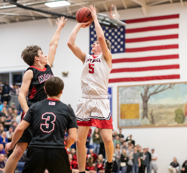 Tyler Nickel towers over the Mason defence