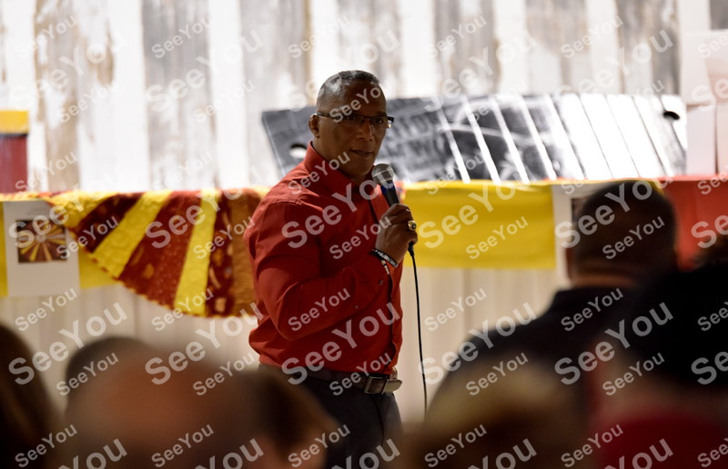 -Messenger photo by Britt Kudla<br /> Iowa State Nate Carr gives an emotion speak during Iowa State fundrasier on Saturday