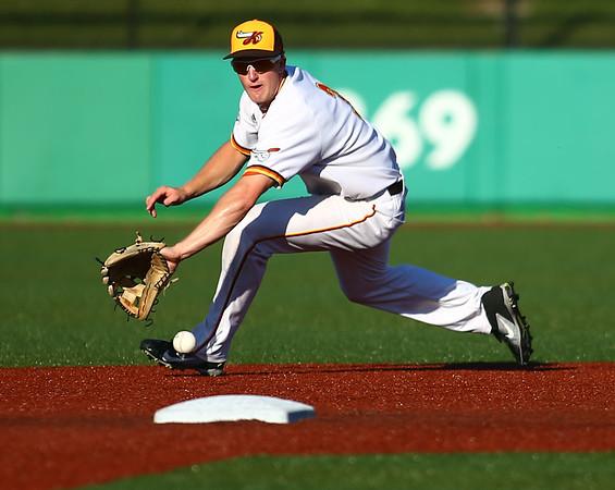 7-24-18<br /> Jackrabbits vs Aviators<br /> Ian Walters just misses the catch.<br /> Kelly Lafferty Gerber | Kokomo Tribune