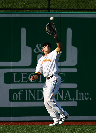 8-1-18<br /> Jackrabbits vs Gems<br /> John Sechen catches the ball in the outfield for an out.<br /> Kelly Lafferty Gerber | Kokomo Tribune