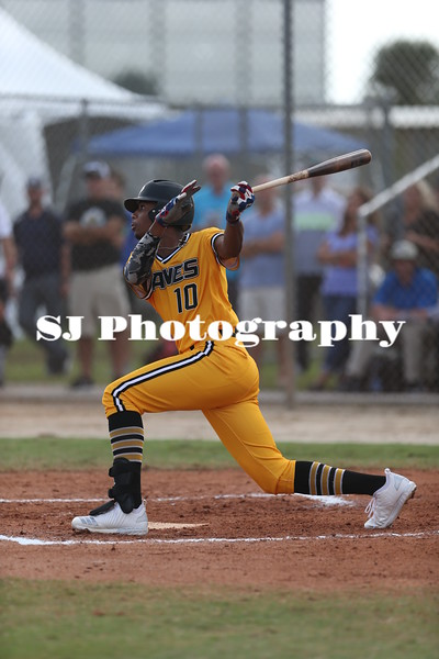 Joe Gray Jr. in 2017 at WWBA Jupiter, Florida