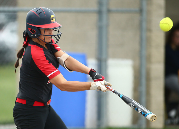 5-3-18<br /> Taylor vs Carroll softball<br /> Shaelah Eliason bats.<br /> Kelly Lafferty Gerber | Kokomo Tribune