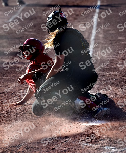-Messenger photo by Britt Kudla<br /> Hannah Poortinga of Des Moines Hoover attempts to tagSierra Wyant during class 4A championship on Friday