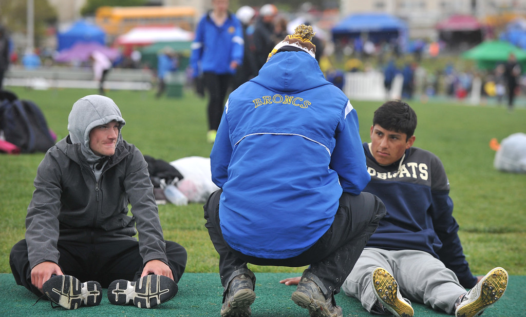Bud Denega | The Sheridan Press<br /> Sheridan track and field head coach Taylor Kelting talks with Alec Riegert, left, and Matt Roma prior to the 1,600-meter relay at the state track and field meet at Kelly Walsh High School Saturday, May, 19, 2018.