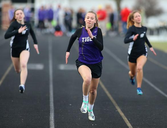 4-2-19<br /> Northwestern-Western track and field<br /> NW's Joan Easter in the 100 m dash.<br /> Kelly Lafferty Gerber | Kokomo Tribune