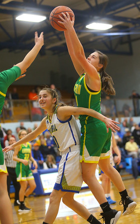 12-13-19<br /> Tri Central vs Eastern girls basketball<br /> <br /> Kelly Lafferty Gerber | Kokomo Tribune