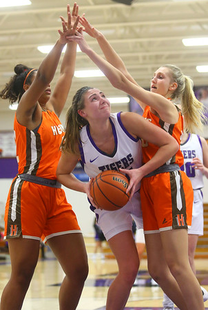 12-10-19<br /> Northwestern vs Hamilton Heights girls basketball<br /> Kendall Bostic looks to the basket.<br /> Kelly Lafferty Gerber   Kokomo Tribune