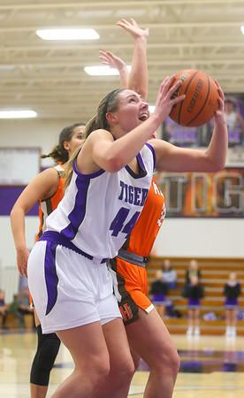 12-10-19<br /> Northwestern vs Hamilton Heights girls basketball<br /> Kendall Bostic looks to the basket for a shot.<br /> Kelly Lafferty Gerber | Kokomo Tribune